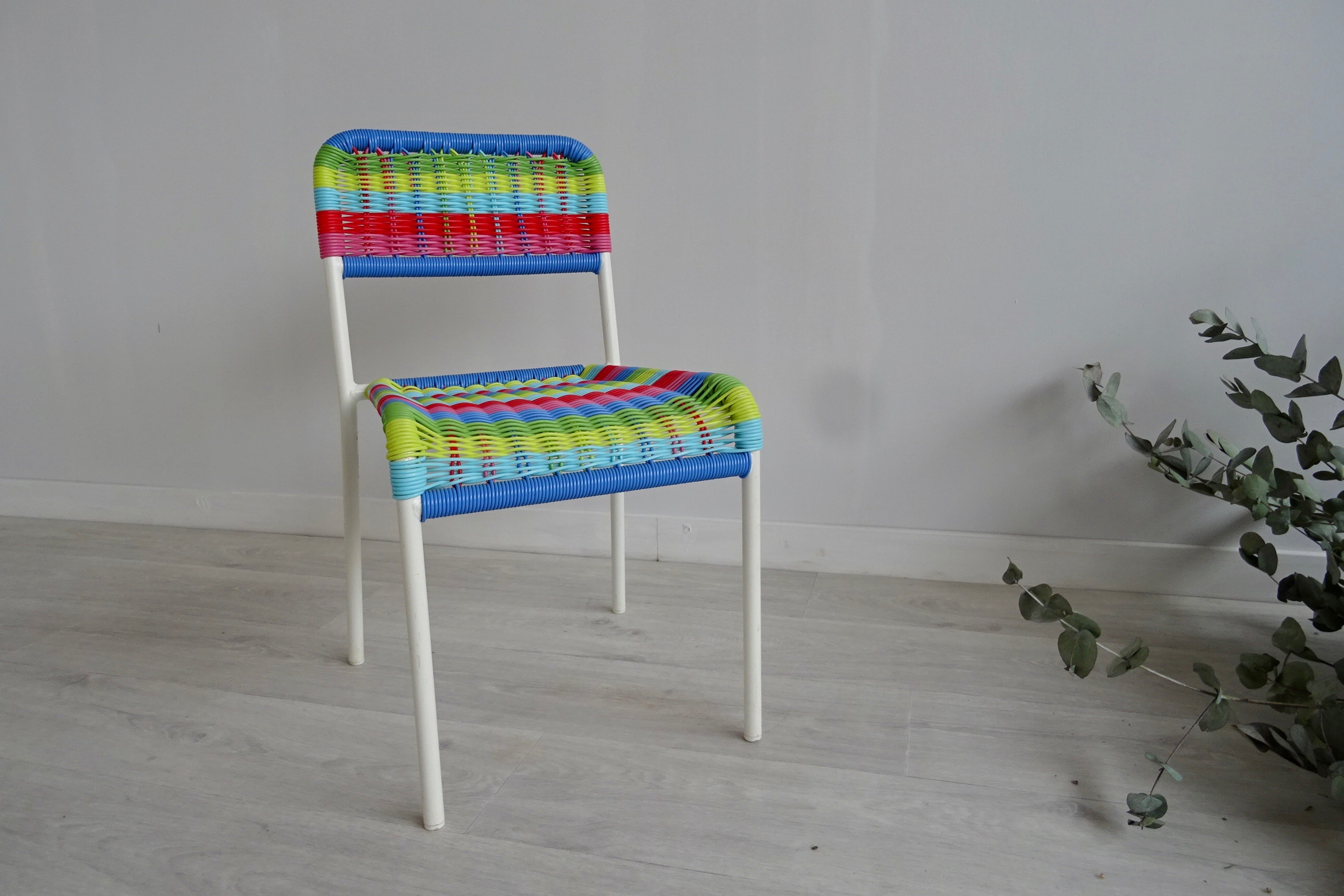 Chaise enfant scoubidou les happyvintage for Chaise enfant scoubidou